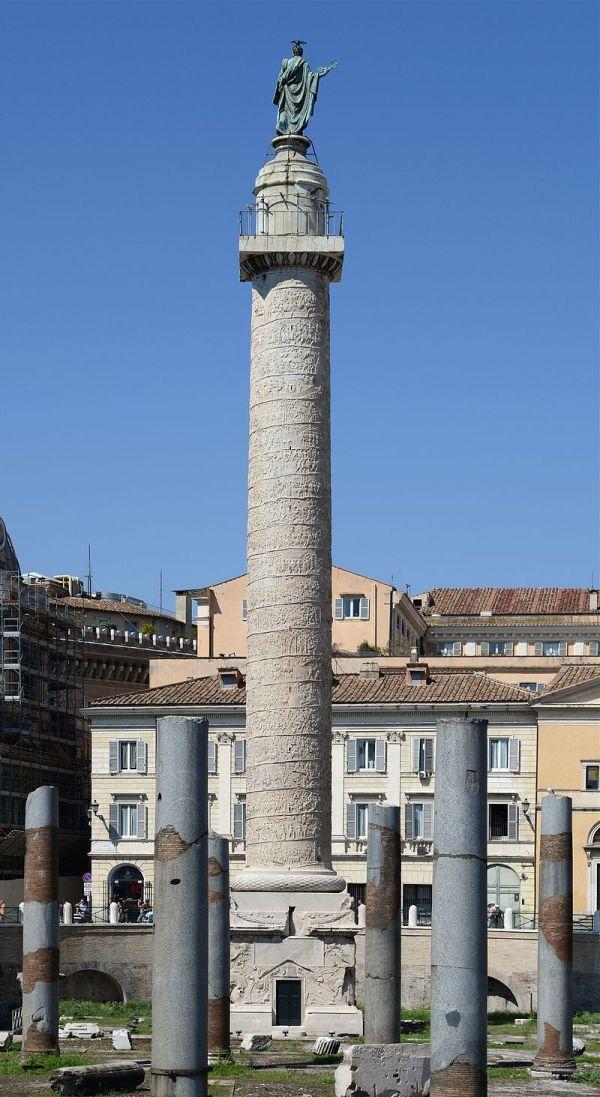Trajan_column_(Rome)_September_2015-1