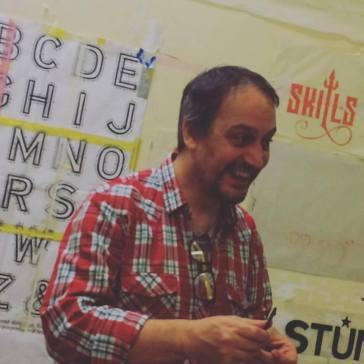 nick-garrett-signwriting-courses-people-just-have-fun-learning-the-right-way